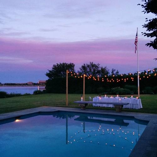#hamptons #sunset #dinnerwithfriends #dinnerbythepool