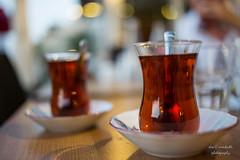 Chai (Axel Ku.) Tags: vacation food turkey europa europe dof tea urlaub istanbul trkei drinks tee chai lebensmittel getrnke f20 primelens canonef35mmf20 canoneos5dmarkiii