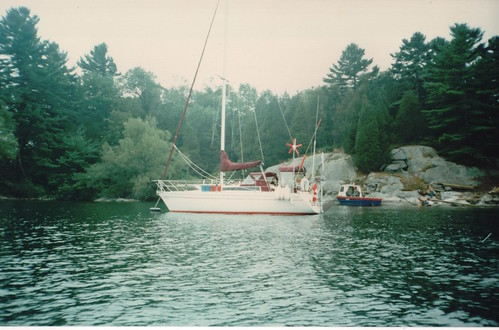 Toucan on a mooring in the Thousand Islands