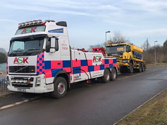 Volvo FH13 Front Suspending Road Gritter 2 (JAMES2039) Tags: volvo tow towtruck truck lorry wrecker heavy underlift heavyunderlift 6wheeler frontsuspend scania cardiff rescue breakdown ask askrecovery recovery fh13 pn09juc pn09 juc salt spreader gritter roadgritter 340