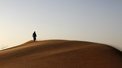 في لحظة التلويح ! (Meshari Fahad) Tags: canon7d riyadh desert walk meet feel light sunset winter looks