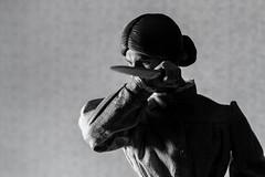 Psycho - NORMAN BATES - MOTHER & MURDERER 1/6  Rainman (FabianoScanc) Tags: psycho norman bates normanbates batesmotel 16 mother murderer onesixthscale movie 60´s 1960 horror terror murder blackandwhite rainman knife alfredhitchcock window motel canon 7d photograph toys anthonyperkins marioncrane