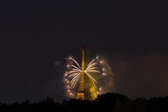 Feux d'artifice de Paris (Vince Mako) Tags: paris canon tour eiffel firework 14juillet feuxdartifice canoneos60d eos60d