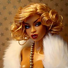 Paparazzi Bait Adele (Deejay Bafaroy) Tags: fashion royalty fr integrity toys doll puppe barbie paparazzi bait adele makeda blonde blond portrait porträt red rot lips lippen sideglance