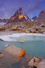 Sosbun Brakk: Fire and ice (Shahid Durrani) Tags: karfogoro karphogoro sosbun brakk gilgit baltistan pakistan karakoram range karakorams biafo glacier snow lake