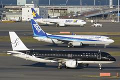 Starflyer Airbus A320 (JA05MC) DSC8217 (KWsideB) Tags: tarmac japan plane airplane ana airport ramp aviation terminal aeroplane airbus boeing spotting 737 haneda a320 airtravel hnd taxiing terminal1 b737 planespotting hanedaairport starflyer skymark tokyointernationalairport 羽田空港 7g b738 sfj rjtt 東京国際空港 a320214 スターフライヤー 37800 ja05mc 7378hxwl 737881wl ja67an ja73np