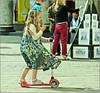 Color Queen (Hindrik S) Tags: girl child kid street straat strjitte summer simmer sommer zomer vienna wenen wien candid bern kind scooter playing spelen boartsje sonyphotographing sony sonyalpha a57 α57 slta57 tamron tamronspaf1750mmf28xrdiiildasphericalif
