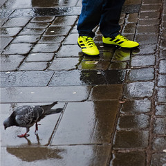 Twinkle toes (JEFF CARR IMAGES) Tags: northwestengland towncentres streetlife streetcorner manchester walking w