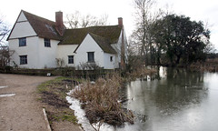 Willy Lott's Cottage, Flatford (Neil Pulling) Tags: stour riverstour eastbergholt suffolk constablecountry johnconstable nationaltrust willylottscottage nt england