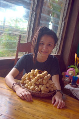 L-Q4-10-05_14h09'00''_[X-fm3916]_HD5_ (fm&hg) Tags: food macro window girl fruits smile yellow female table wooden juicy chair flora asia basket sweet philippines young tasty teen exotic snack round tropical bunch ripe nutritious stufftoys lanzones lansiumdomesticum langsat lansium meliaceae longkong