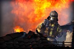 _V0A0292 (oslobrannogredning) Tags: bygningsbrann flammer fullfyr brann totalbrann røykdykker røykdykking røykdykkere arbeidpåtak arbeidihøyden