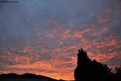 Amaneceres inesperados (©Chelo) Tags: rebel eos canon 1855mm t2i ecuador casa home amanecer cielo nubes siluetas quito valledeloschillos naturaleza paisaje nature sky belleza paisajes outdoor