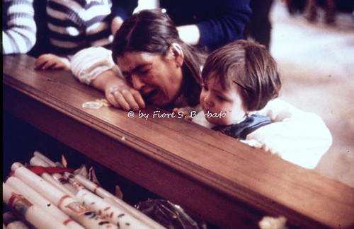 Sant'Anastasia (NA), 1972, Arrivo in chiesa dei fujenti di Madonna dell'Arco.