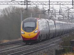 Virgin 'Pendolino' passes Tamworth (16/1/17) (*ECMLexpress*) Tags: virgin trains west coast class 390 pendolino emu tamworth low level wcml