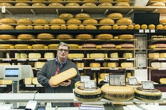 Nijmegen, Lange Hezelstraat (Jan Sluijter) Tags: kaasboer käse fromage cheese kaas nijmegen gelderland nederland holland visitholland city cityscape langehezelstraat winkels retail