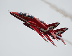 Red Arrows (Bernie Condon) Tags: plane flying team display hawk aircraft military formation airshow arrows reds bae trainer redarrows raf rafat