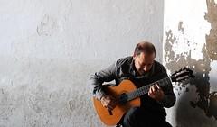 scatto rubato (micky_maz) Tags: chitarrista guitar musician music sevilla life siviglia chitarra perfectmelody song person theguitarist