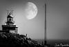 Super Luna en Fisterra (Juan Figueirido) Tags: fisterra finisterre cabofinisterre cabofisterra finisterrae superluna supermoon farodefisterra farodefinisterre galicia costa seascape marina farosdegalicia panasonicfz1000 blackandwhite blancoynegro spain españa