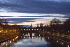 Beautiful York sunset... (pablo41419) Tags: sunset street streetphotography 50mm canon cámara camera canon700d cloudy clouds bridge england eos europe tryp tarde río réflex reinounido river reflection streetlight inglaterra weekend europa moment sky red blue