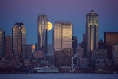 Wolf Moon over the Emerald City (marcusklotz2014) Tags: seattle fullmoon cityscapes emeraldcity pnw moonrise telephoto lenscompression