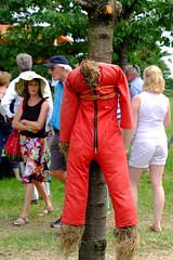 Straw Man (dbrugman) Tags: red summer tree netherlands hat festival farmers farm nederland straw houten strawman lokaties loerenbijdeboeren