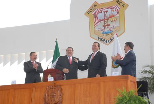 El gobernador Javier Duarte de Ochoa asistió a la Ceremonia de toma de protesta de ley del Presidente Municipal de Poza Rica.