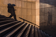 i (Gary Kinsman) Tags: fujix100t fujifilmx100t london londonbridge se1 no1londonbridge candid streetphotography streetlife shadow steps long corner distort pinkgranite blank architecture 2016 people person