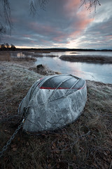 Dirty boat - Kroppkärrssjön (- David Olsson -) Tags: kroppkärr kroppkärrssjön kroppkärrsjön karlstad sweden värmland lake ice frozen frost cold freezing winter morning early dawn seascape landscape lakescape boat upsidedown offseason cloudy sunrise clouds chained chain waiting branches reed nikon d800 1635 1635mm 1635vr vr fx davidolsson 2017 januari january leefilters 06hard gnd grad
