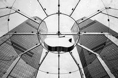 Apple Store (José Miguel Serna) Tags: 2012 china shanghai applestore pudong centuryave shanghaiinternationalfinancecentre international finance centre downtown rgraffiks bn asia travel trip viaje tourism vacaciones vacation bw bwphotography blackandwhite blancoynegro josemiguelserna city ciudad shanghái urban urbano apple store buildings architecture  blackandwhitephotography fotografíaenblancoynegro
