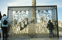 Vigeland Figural Gate (Stabbur's Master) Tags: vigelandpark vigeland vigelandsparken gustavvigeland figuralgate oslo norway norge vigelandmonolith monolith publicart outdoorart