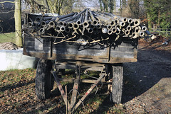 Hoppers, Gemeinde Jüchen (NRW) (borntobewild1946) Tags: copyrightbyberndloosborntobewild1946 hoppers gemeindejüchen jüchen nrw nordrheinwestfalen rheinland leitungen schläuche rohre