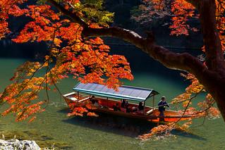 大堰川 - 嵐山の屋形船 / Arashiyama in Autumn