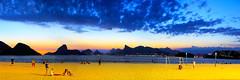 Praia de Icaraí - Niterói - RJ (Paulo_Padilha) Tags: praia icaraí niterói riodejaneiro baíadaguanabara pãodeaçucar corcovado pedradagávea museumac mar beach sunset pôrdosol paulopadilha verão paisagem panorâmica