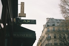 (Núria Gribs) Tags: paris analog 35mm film filmphotography filmisnotdead fujifilm iso200 color200 cafe cafeparis