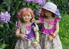 Gut behütet ... (Kindergartenkinder) Tags: dolls outdoor blumen kind schloss annette frühling personen tivi lembeck himstedt kindergartenkinder sanrike