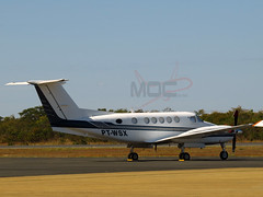 King Air  B200 PT-WSX (Aeroporto de Montes Claros / Montes Claros Airport) Tags: de do king air mario aeroporto e avio bruno ribeiro marrone montes b200 ratinho claros sbmk ptwsk