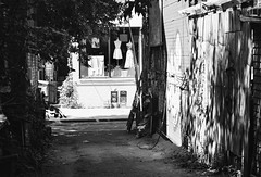 Hi! (Georgie_grrl) Tags: summer toronto ontario hot sign musicians fence mannequins sunny buskers artists storefront pentaxk1000 hi kensingtonmarket performers tagging whome blackandwhitefilm pedestriansunday takumar125135mm july2015