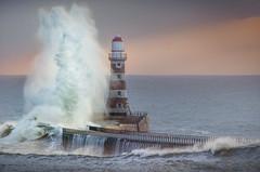 Roker Lighthouse, Sunderland (DM Allan) Tags: roker lighthouse pier stormy seas coast sunderland wearside