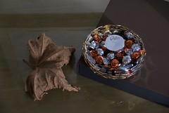 // Bonne Année 2017 (Riex) Tags: brown brun tan nature morte dead leaf feuille fallen chocolates chocolats cailler nestle basket panier candies perles a100 minoltaamount amount sal1680z carlzeisssonyf35451680mm variosonnartdt35451680