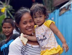 mother, daughter, son (the foreign photographer - ฝรั่งถ่) Tags: jul192015nikon happy mother daughter son khlong bang bua portraits bangkhen bangkok thailand nikon d3200