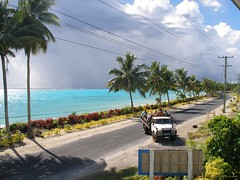 Siufaga Beach Resort (Savai'i) Samoa, Südsee - Farbenspiel in der Südsee / Color play in the South Seas (cd.berlin) Tags: samoa 2009 wst ws pazifik pacific tropen südsee apw samoan islands insel polynesian polynesien traumziel dreamdestination savaii siufaga amoa palmen palmtrees meer sea türkis turquoise lagune lagoon blauelagune bluelagoon farbenspiel colorplay street road strase stromleitungen powerlines lkw truck cdberlin holiday worldtraveler traveler travel nofilter traveljunkie