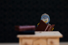 Vista cansada (Marmotuca) Tags: lego seethrough flickrfriday holmes sherlock sherlockholmes lupa magnifyingglass