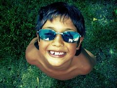 Agustn jugando com mis anteojos (317) Tags: boy smile lafotodelasemana day sonrisa feliz da nio anteojos 317 contento mataloni lfsmirandoabajo