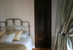 custom closet door (The 10 cent designer) Tags: bed bedroom interior interiorphotography myfavoritebedroomproject interiorphotographer interiorsset loriandrewsinteriors