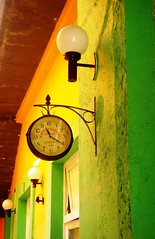 Hotel (Jesus Guzman-Moya) Tags: colour clock mxico mexico hotel interestingness colores verdeeamarelo reloj babel thecontinuum sonycybershotdsct1 i500 500i 2on2 chuchogm barriodelossapos ph504 newphtotographer jessguzmnmoya