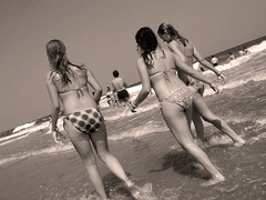 20020721   Avalon, New Jersey 50 (Gary Koutsoubis) Tags: 2002 girls blackandwhite beach newjersey atlantic avalon 123njpeople