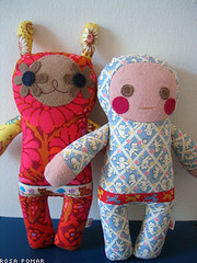 A ERVILHA E A ROSA (xicamatrica) Tags: art boneco doll dolls handmade pano craft felt plush softies feltro boneca bichos trapo bonecos manualidades tecido trapalhada artesanatosoftie