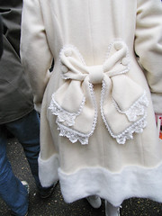 Japanese teen fashion (Chris Kutschera) Tags: fashion japan tokyo coat eccentric