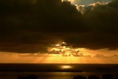 Amanecer (Alfredo Martn Montesdeoca (almarmon)) Tags: sky grancanaria clouds sunrise amanecer cielo nubes h1 oceanos almarmon1 iloveclouds