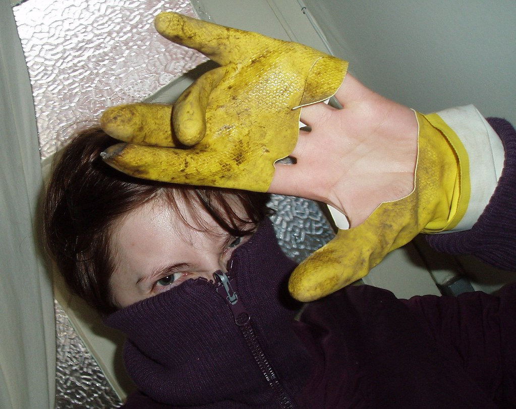 glove disgust1